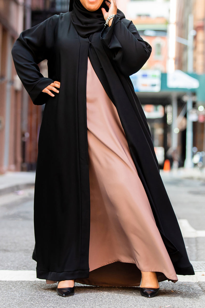 Munirah Abaya in Classic Black - Curvy
