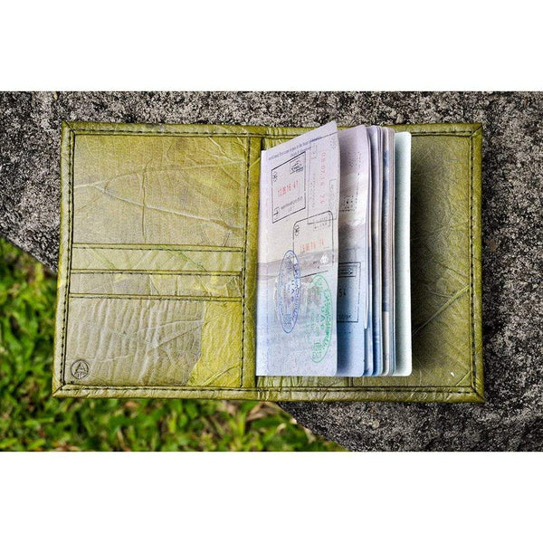Leaf Leather Travel Wallet - Green