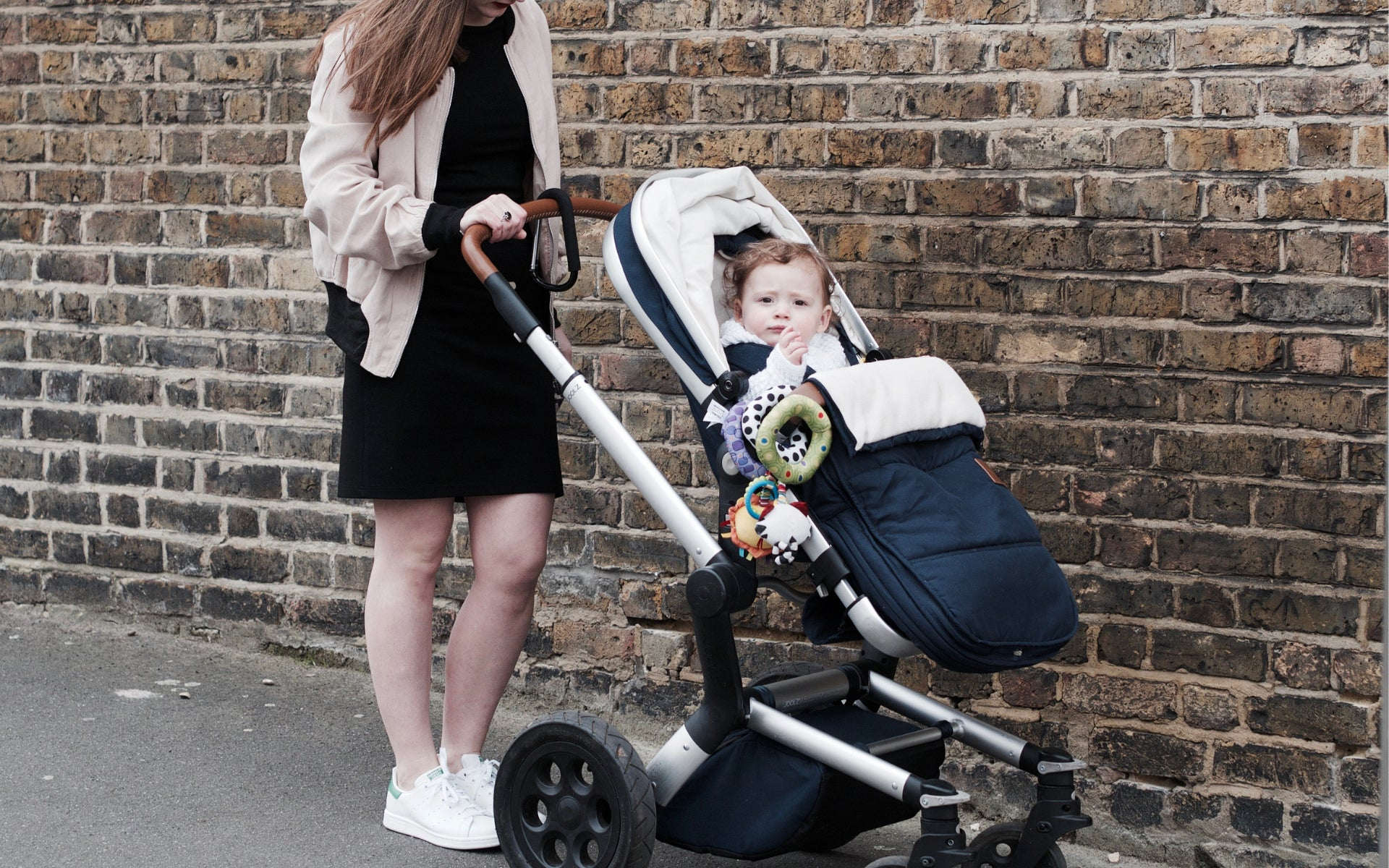 Stylish clothes for breastfeeding mums