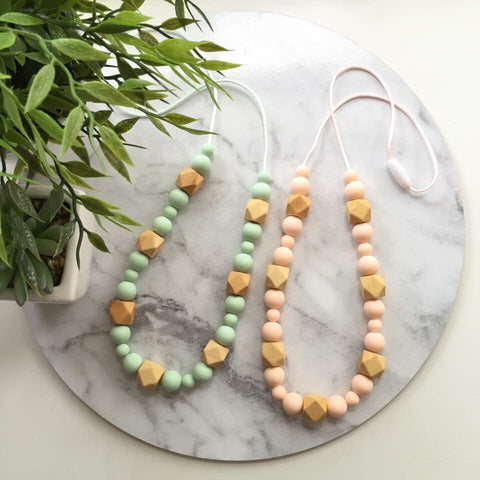 LILLY Silicone & Beech Wood Mum Necklace