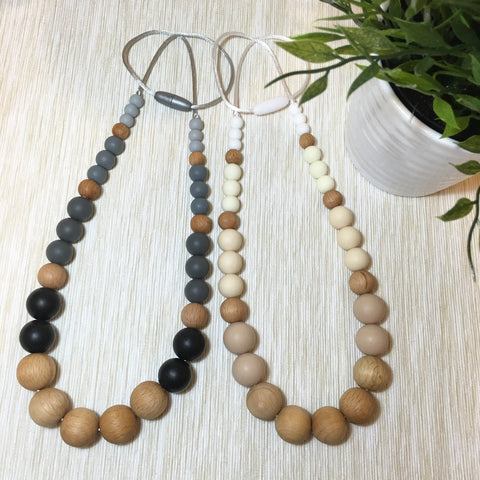 LAUREL Silicone & Beech Wood Mum Necklace