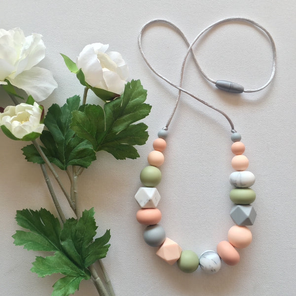 STELLA Silicone Mum Necklace