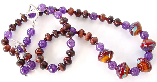 Artsy necklace with purple gemstones