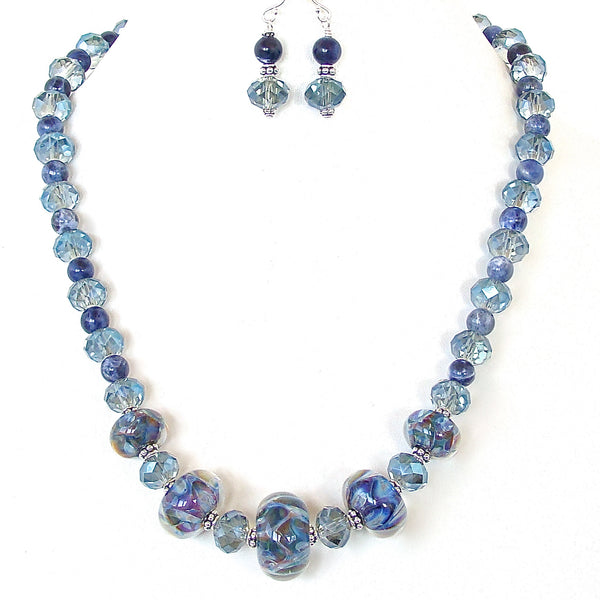 Blue bead necklace with gemstones