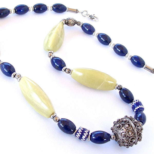 Blue and yellow necklace in gemstones
