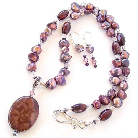 Burgundy necklace with pendant