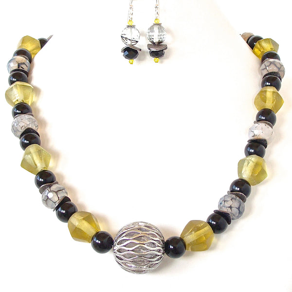 chunky yellow glass necklace