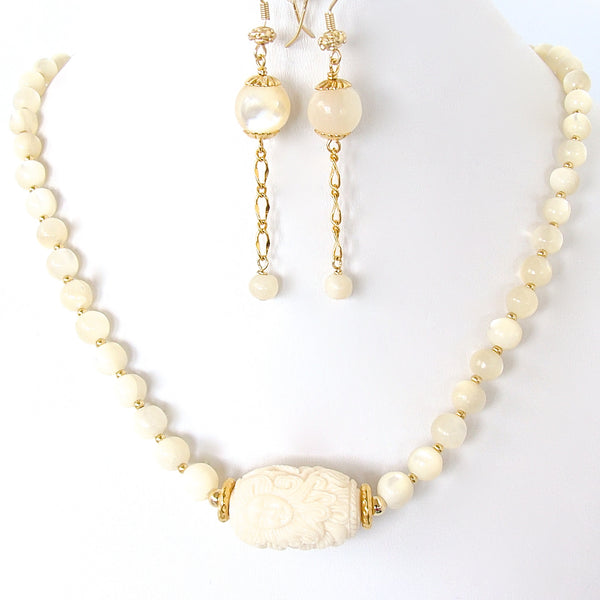 White summer necklace set