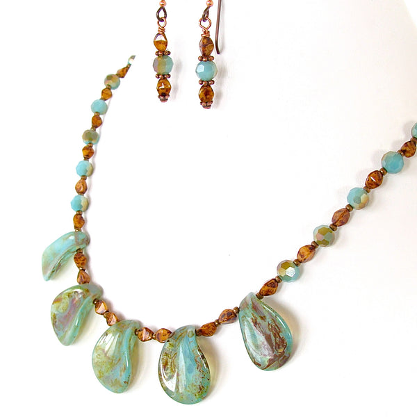 Beaded collarbone necklace