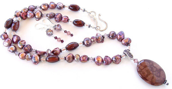 Pearl and crystal necklace in burgundy