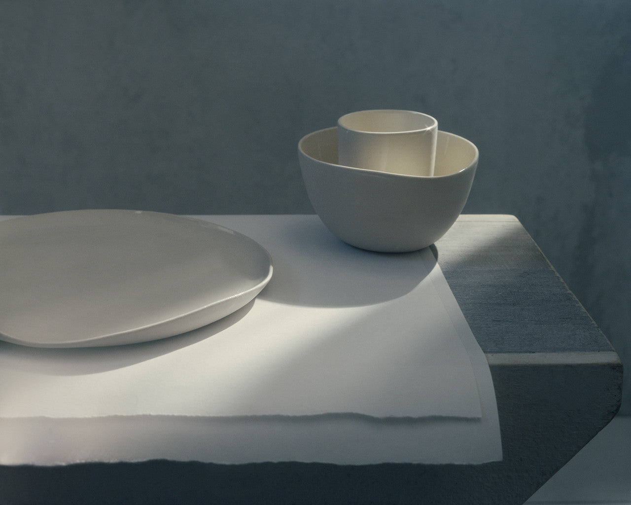 "The all-white set contains one 3.5"" cup, one 6"" bowl, and one 10"" plate."