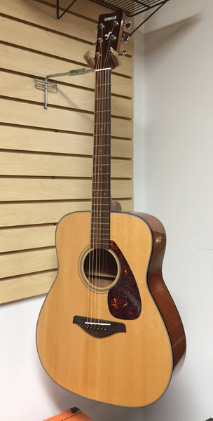 Yamaha FG700S Dreadnought Acoustic Guitar (used)