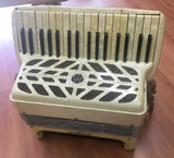 Wurlitzer 111-bass Piano Accordion (used)