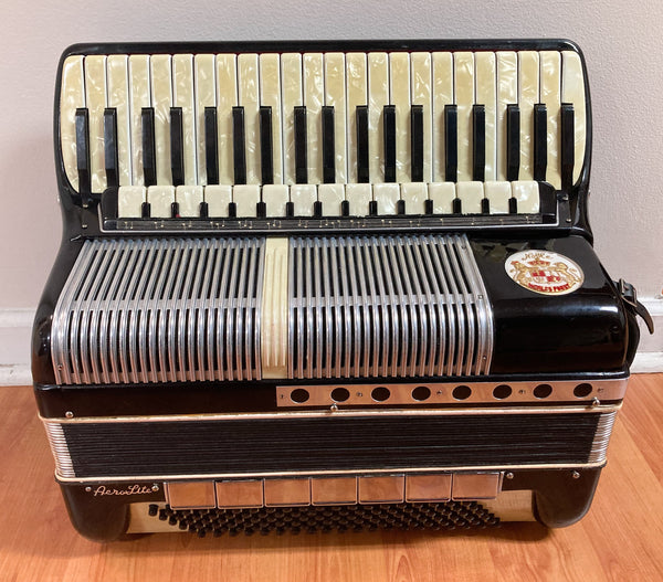 Noble AeroLite 120-Bass Piano Accordion (used)