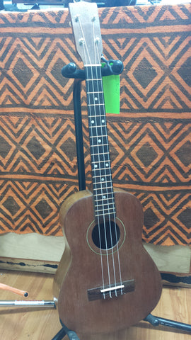 No-Name Baritone Ukulele (used)