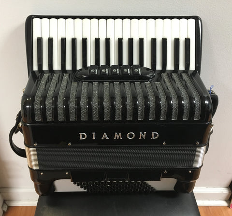 Diamond 72-bass Piano Accordion w/Pickup (used)