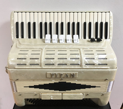 Titan 119-bass Accordion w/Pickup (used)