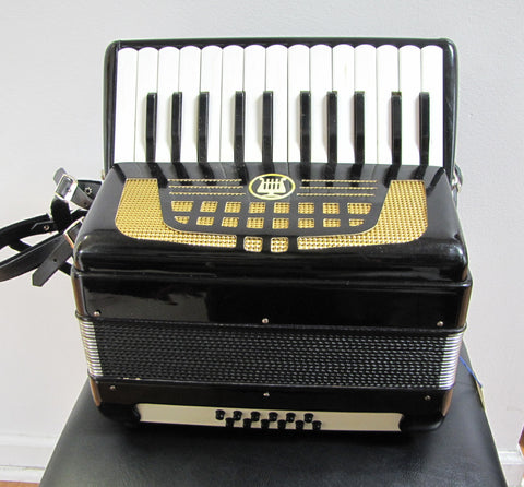12-bass Piano Accordion, Black (used)