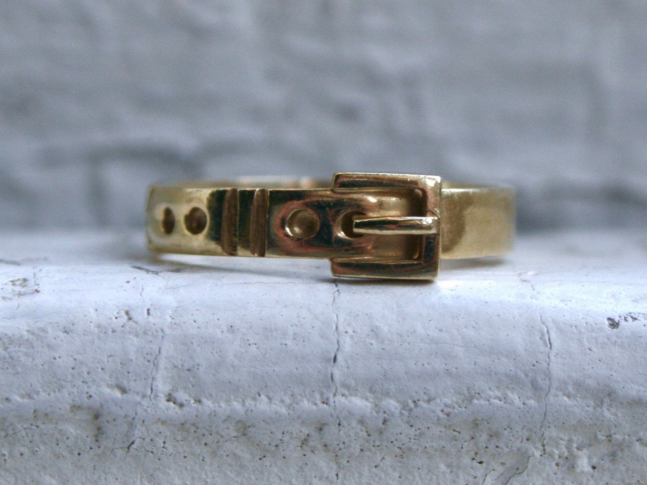 Simple Retro Vintage 14K Yellow Gold Buckle Band Ring.