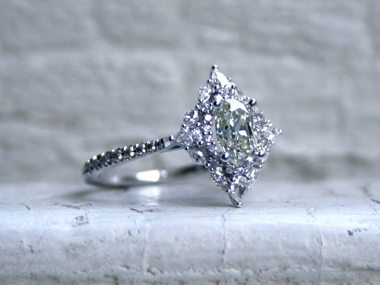 Stunning 14K White Gold Halo Oval Diamond Cluster Ring Engagement Ring Set - 1.75ct.