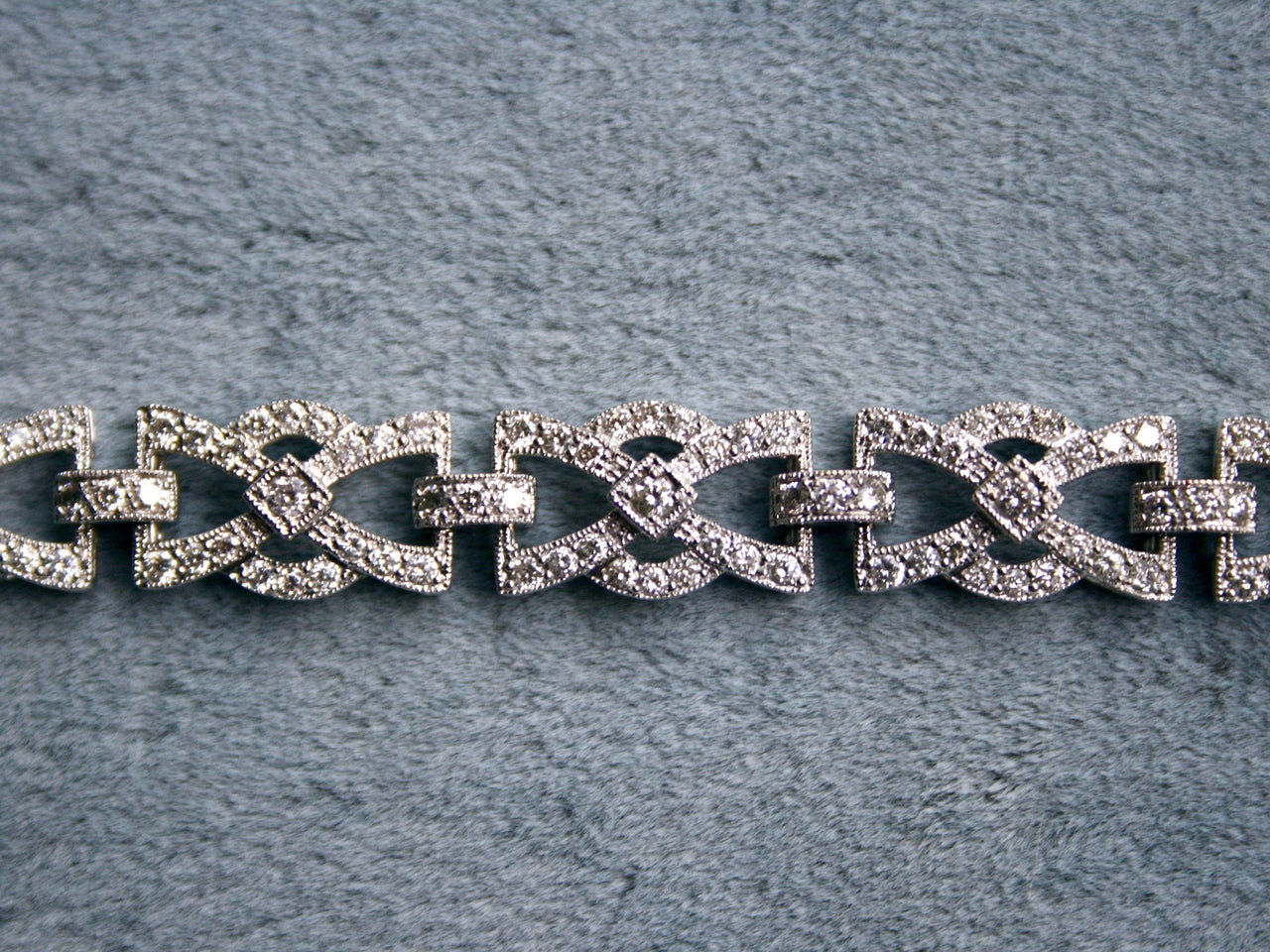 Gorgeous Sparkly 18K White Gold Diamond Fancy Bracelet - 2.87ct.