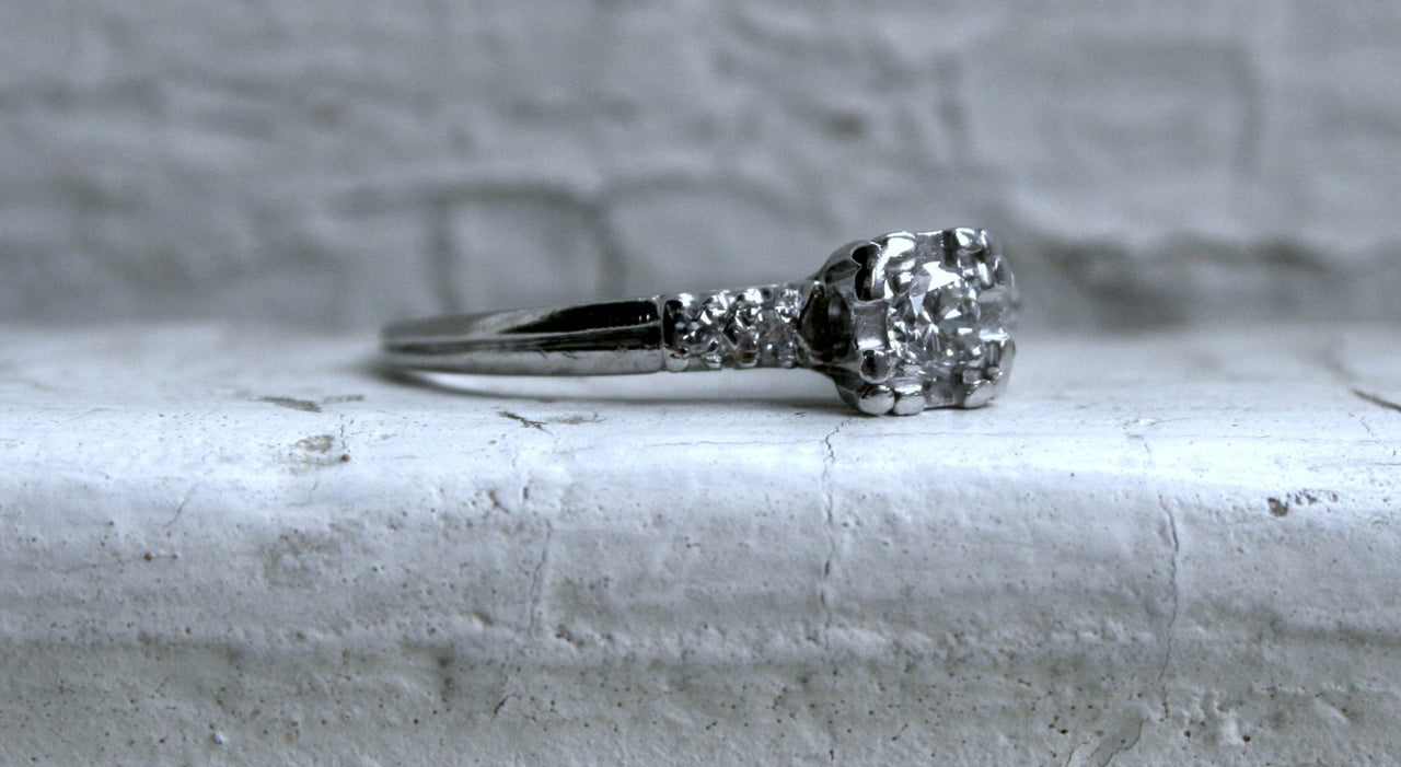 Lovely Classic Vintage Platinum Diamond Engagement Ring - 0.28ct.