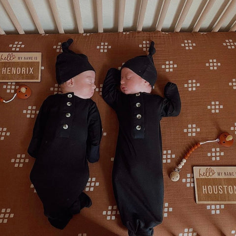 Black Gown & Hat Set NB/3m
