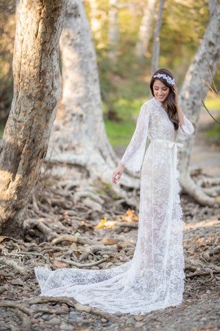 Elizabeth <br> Extra Long Lace Bridal Robe