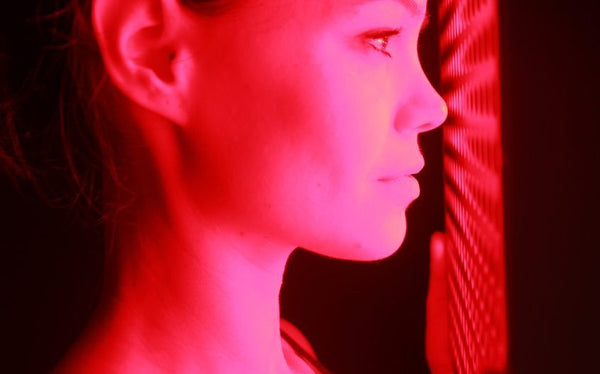 red light therapy on face