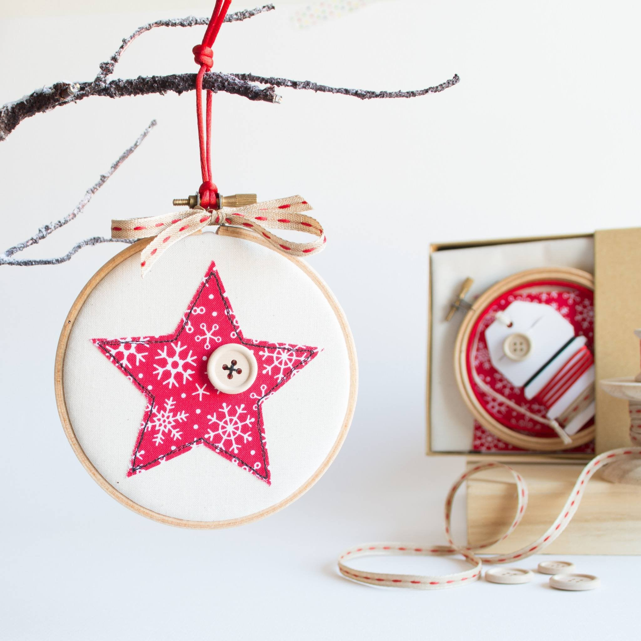 Decorate your own christmas baubles kit for Decorate your own christmas decorations