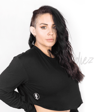 *CHILL* Black Long Sleeve Crop
