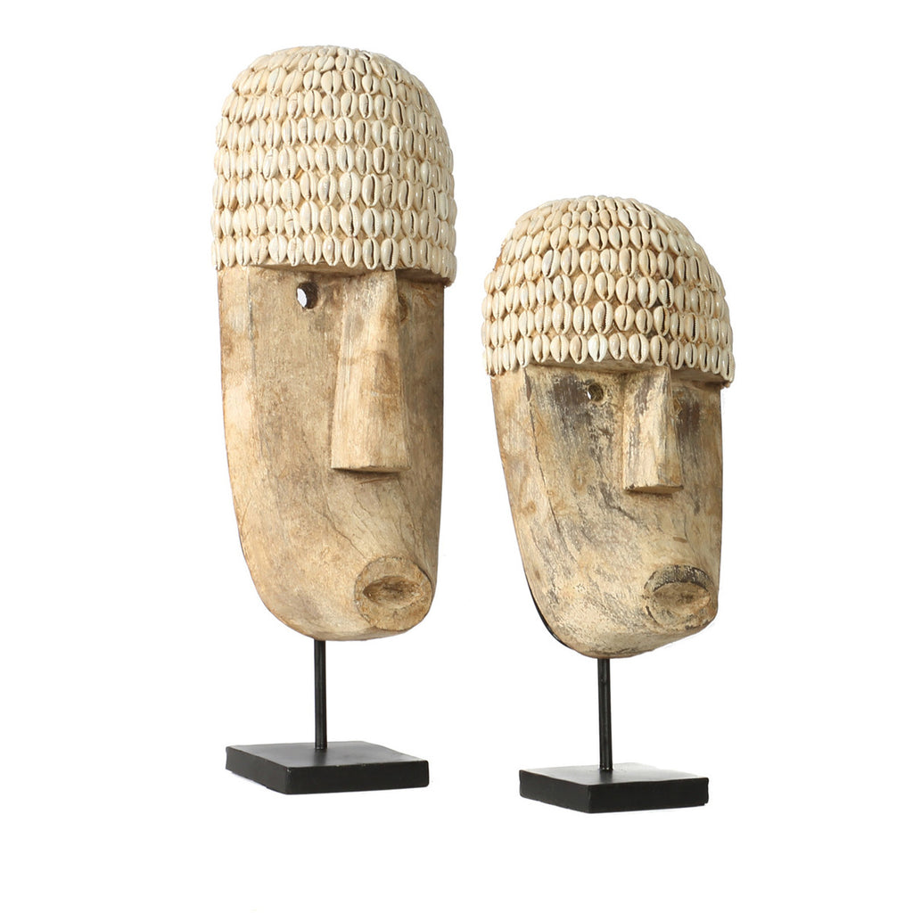 COWRIE MASK ON STAND / NATURAL (2 SIZES)