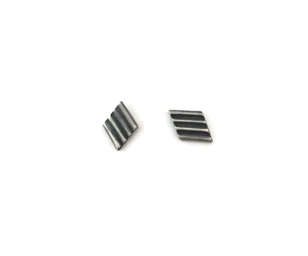 Corrugated Studs, 4bar, Dark Silver