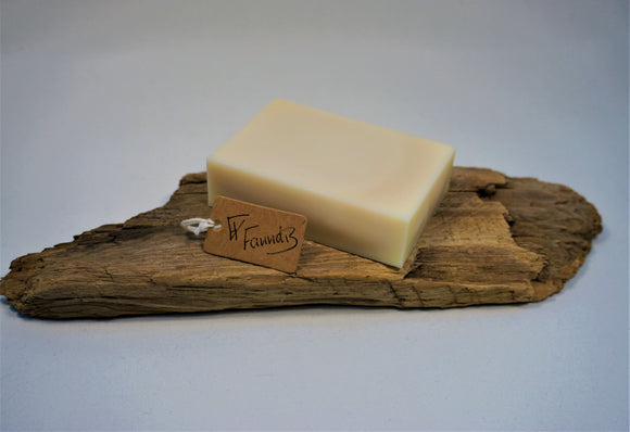 Sápa með fífil og eucalyptus ilmkjarnaolíu / Soap with dandelion and eucalyptus essential oil
