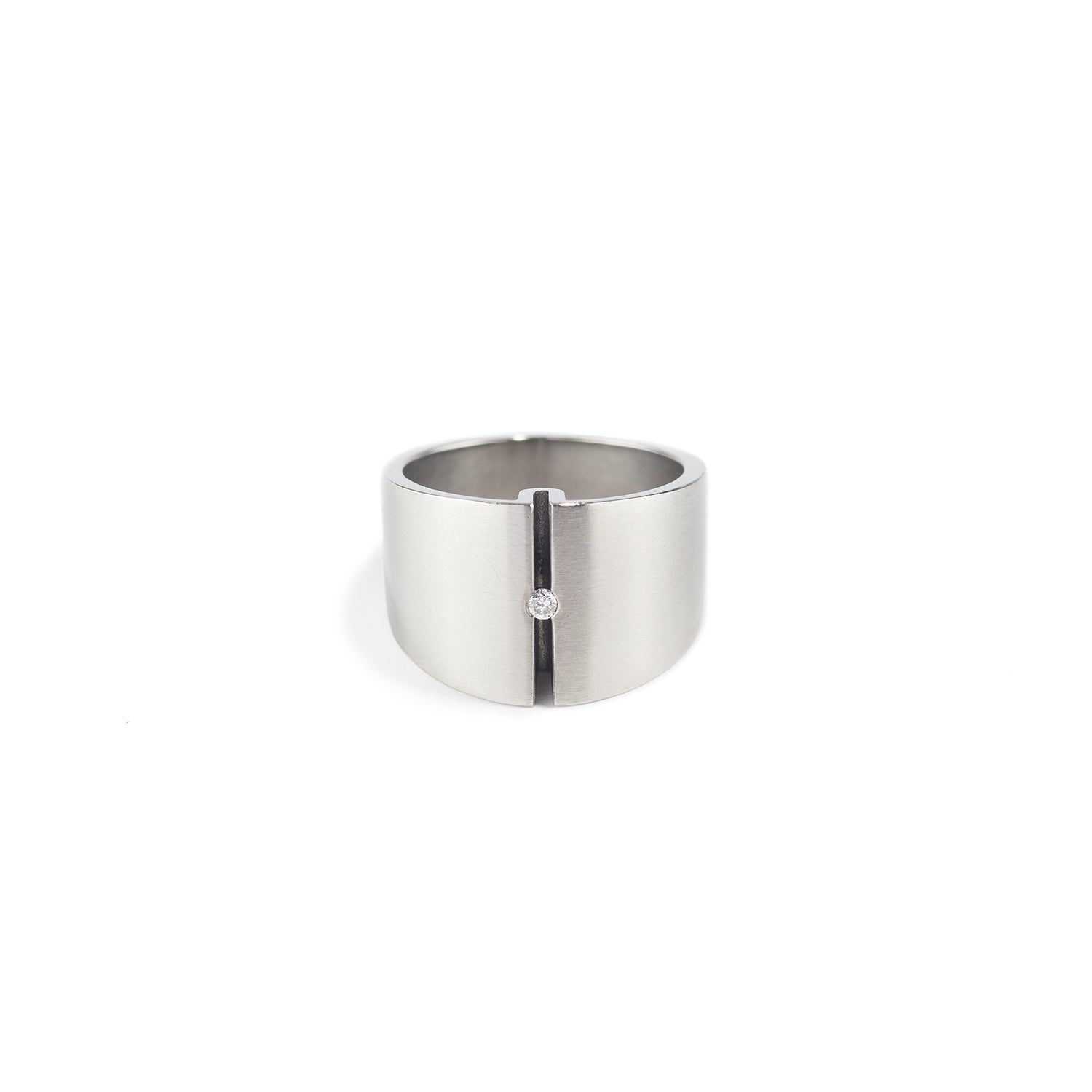 Elli V Ring in Steel with Diamond