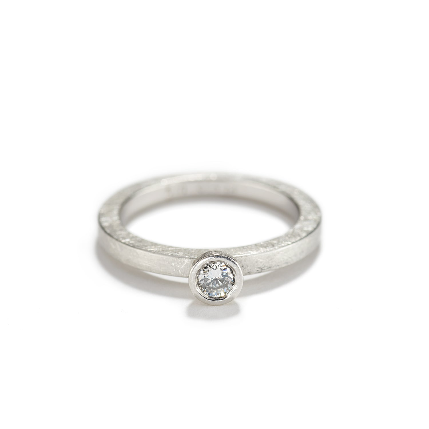 Platinum Band with Diamond