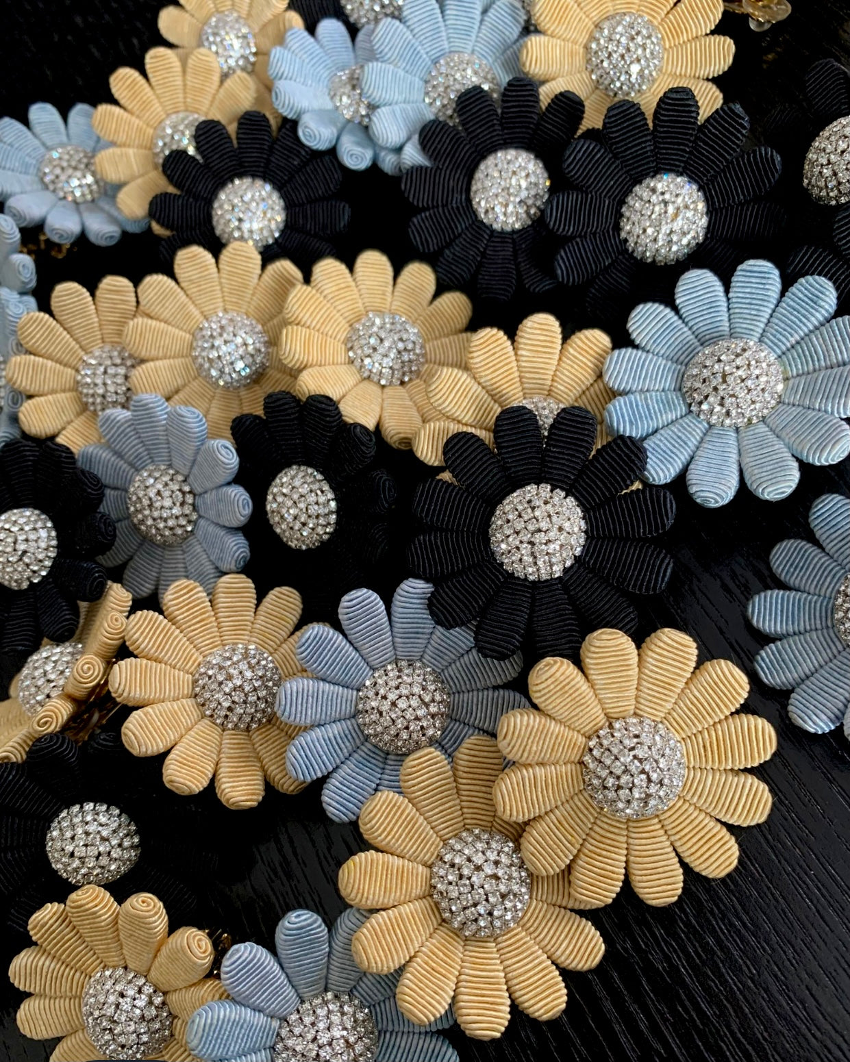 Daisy Button- Black