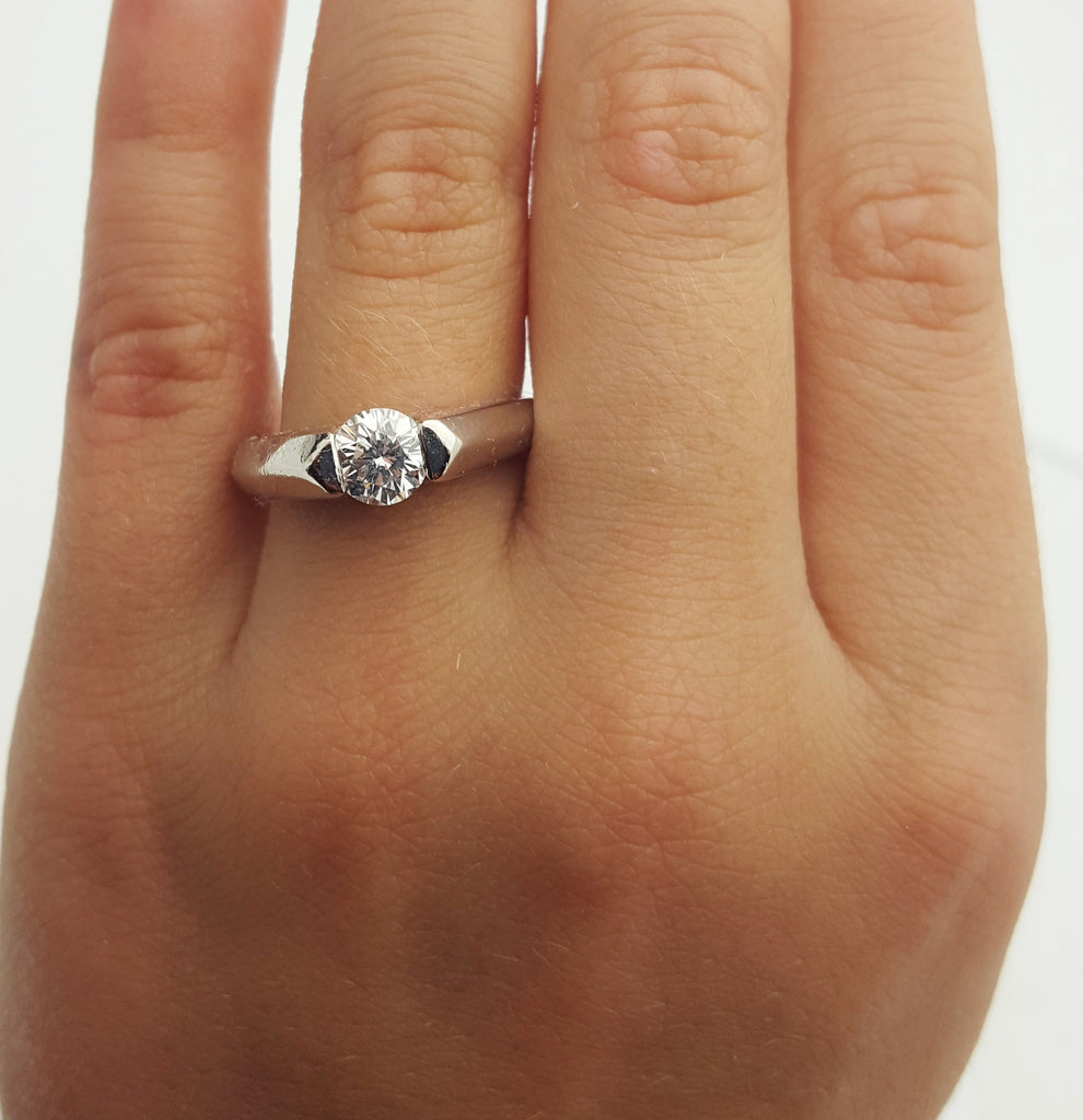 Round Diamond Engagement Ring Platinum