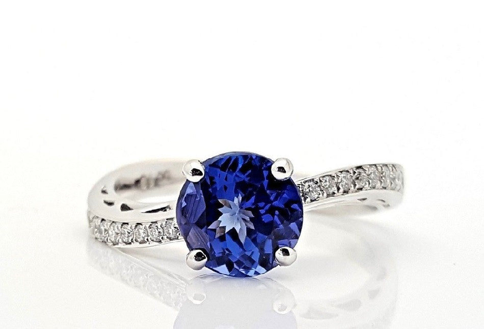 Family business that provides jewelry loans and sells for Family jewelry and loan