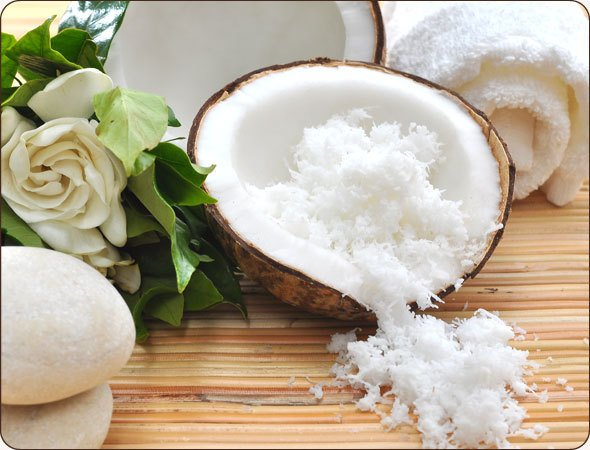 Organic Unrefined Extra Virgin Coconut oIl extracted from the coconut meat smells like a coconut