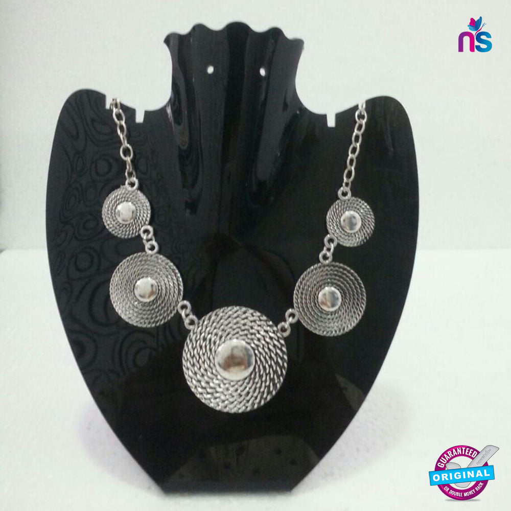 126 Exclusive Fashion Circulat Metal Chain Necklace in Silver Color