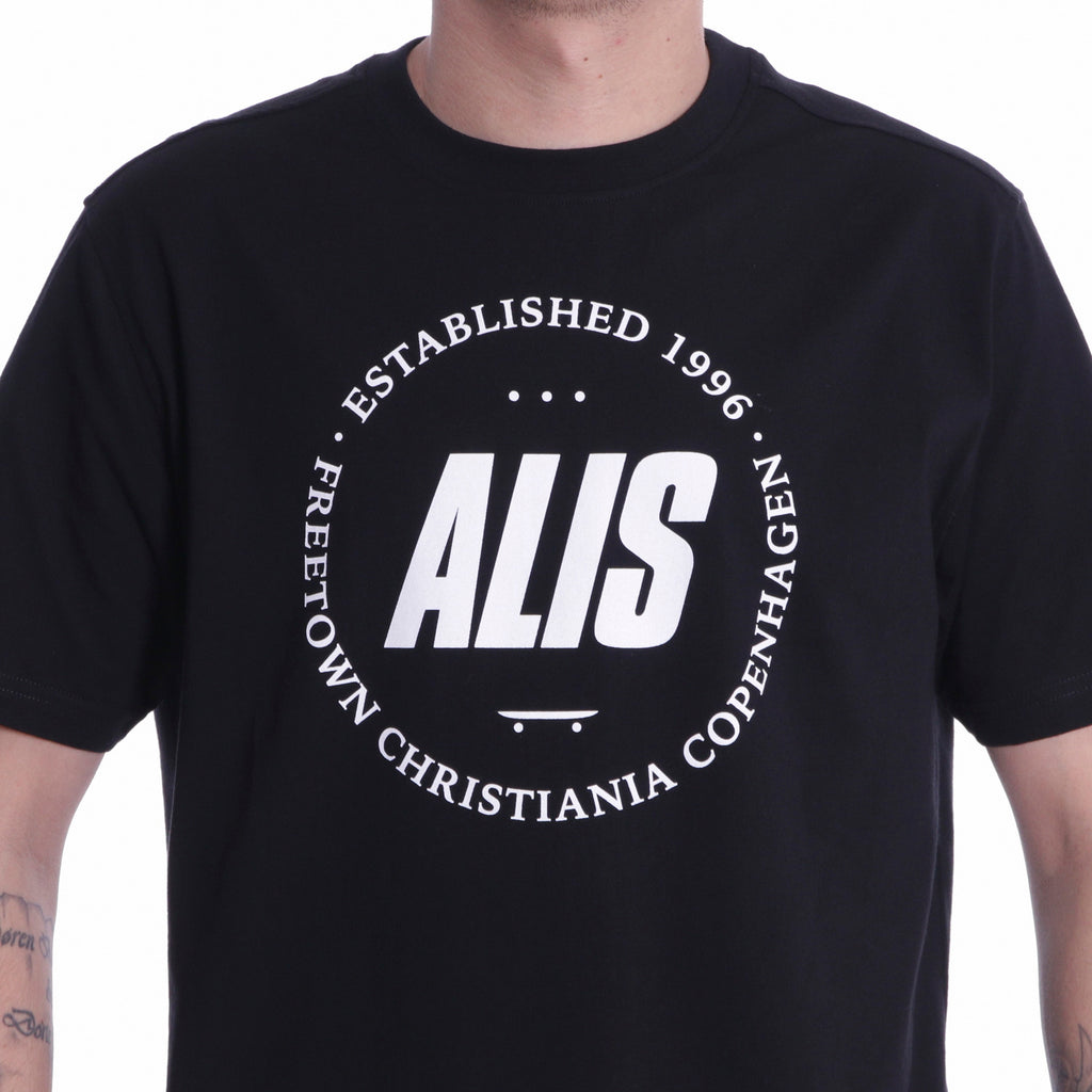 ALIS FREETOWN TEE BLACK, logo detail frontside