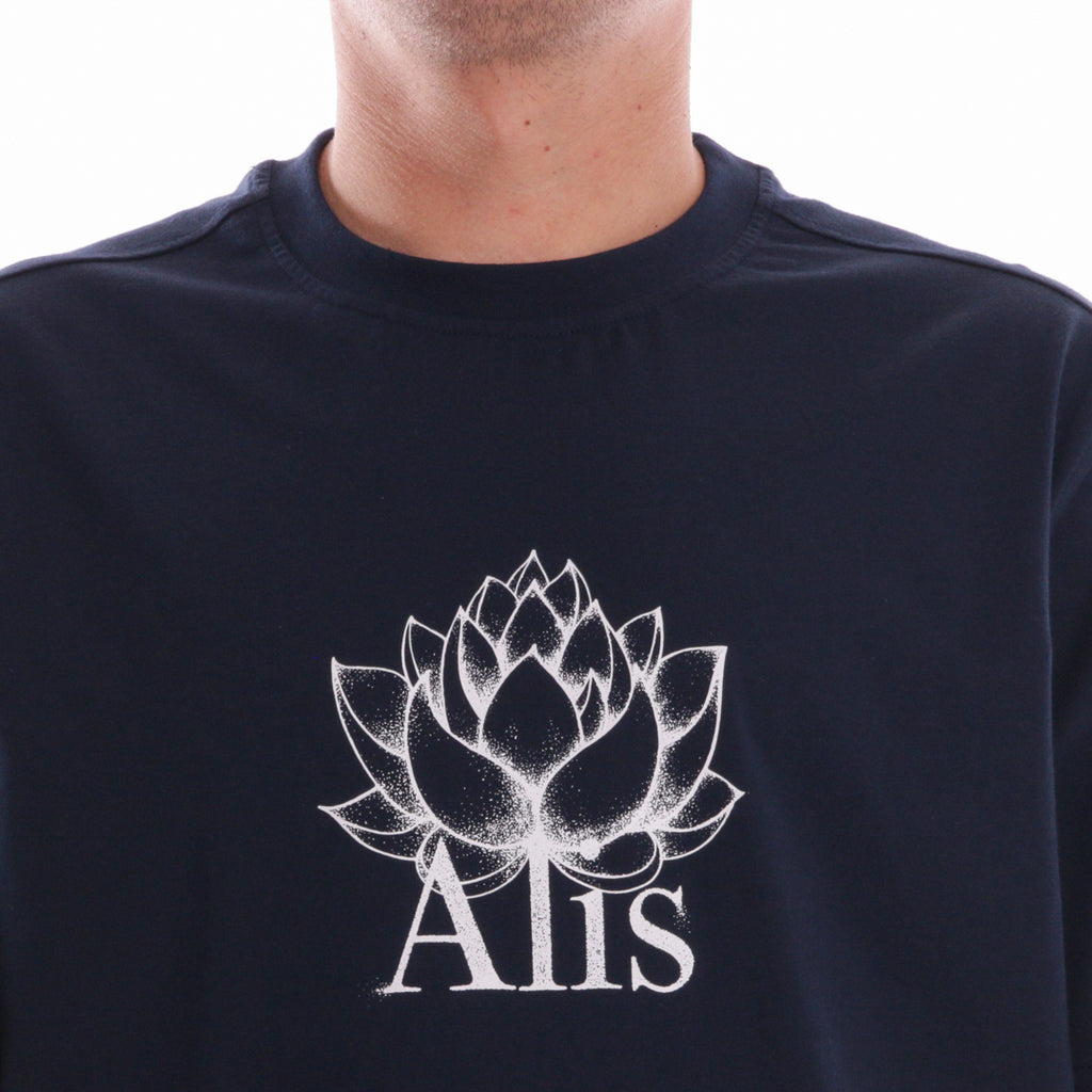 ALIS LOTUS TEE NAVY, white print detail