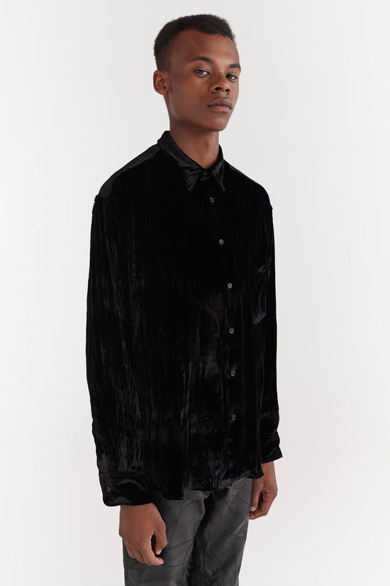 CMMN SWDN AW19 Cedric is a relaxed fit drop shoulder shirt, crafted from a soft silk viscose velvet. The velvet has been crashed and treated to created a crinkle effect.