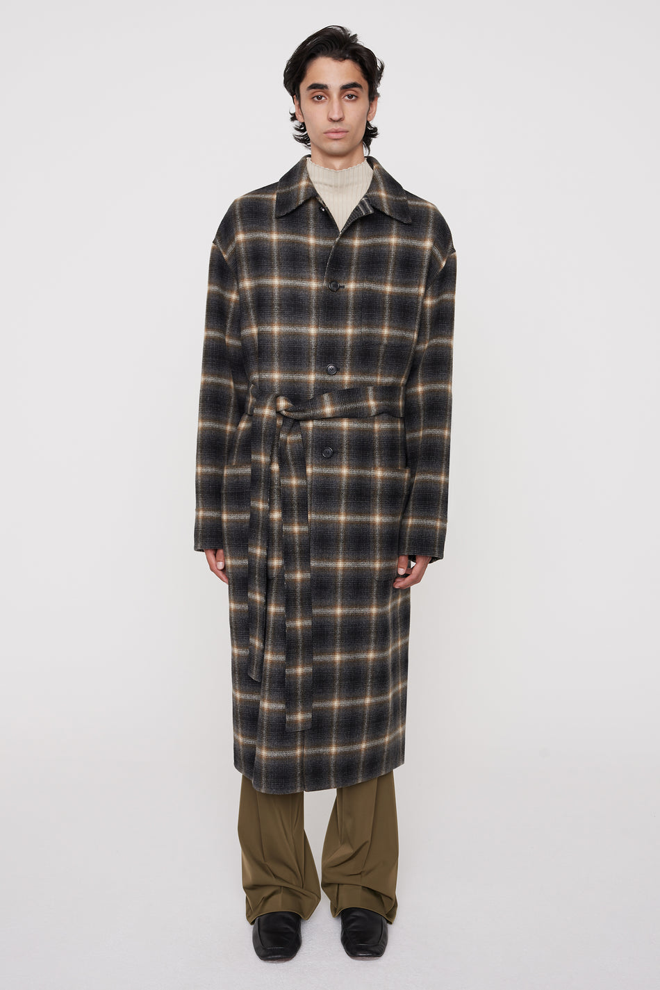 CMMN SWDN AW20 Bastian is a reversible 'robe' style belted coat in hand-stitched double-faced 100% virgin Italian wool. Featuring two large patch pockets on both sides and a small chest pocket.