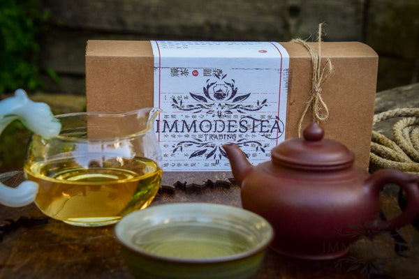 Tea Master Box with a Master Yixing Pot