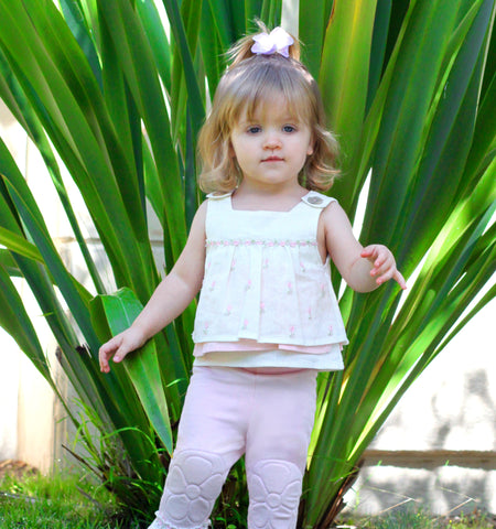 Made from the softest, combed cotton rib knit, these Capri leggings are a favorite for summer.   Quilt stitch, flower padded knee design, and elastic waist for easy on and off.  Infant sizes only have padded knee design for this style.