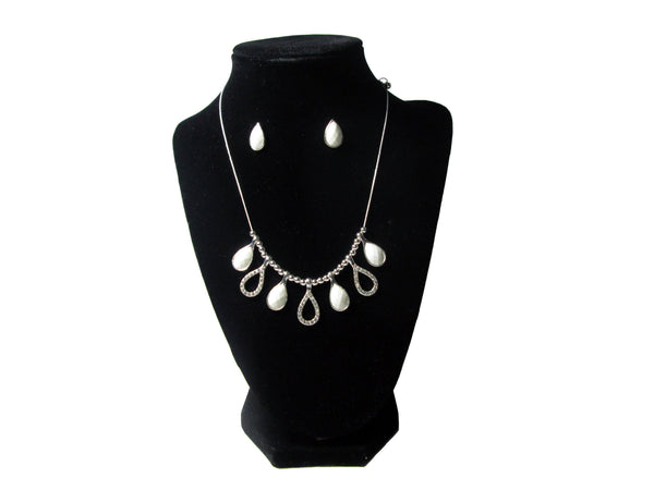 Silver Diamond Shape Necklace and Earrings - Envee Styles Boutique