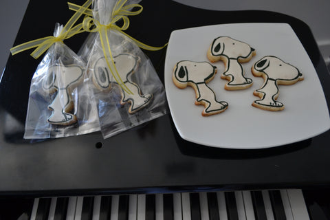 Snoopy Cookies by Sugar Street Boutique. Toronto. Snoopy Cookies. Loot bag cookies. Sugar cookies.
