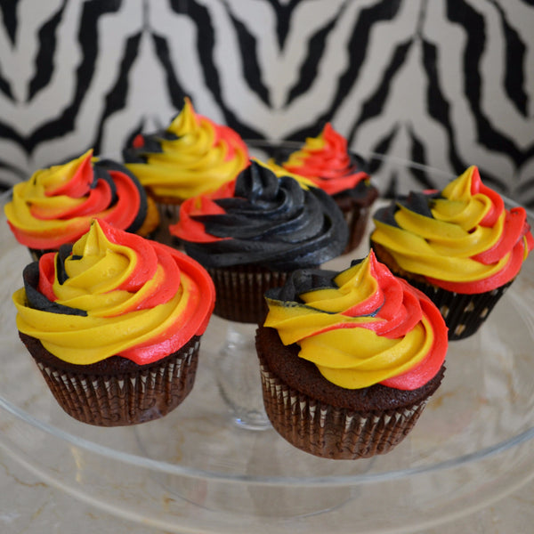 Fraternity Colour Cupcakes by Sugar Street Boutique TriColour Swirl Cupcakes Chocolate Cupcakes Toronto Ontario Canada Red Gold and black cupcakes Frosting